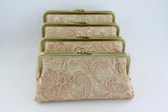 Свадьба - Champagne Lace Bridesmaid Clutches / Retro Style Lace Wedding Clutches / Wedding Gift / Bridal Clutch Set - Set of 4