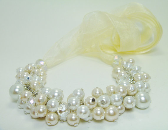 Свадьба - Ivory and White Cluster Necklace, Bib Necklace, Bridal Jewelry, Ribbon Necklace, Wedding Necklace, Chunky Necklace, Pearl Cluster Necklace