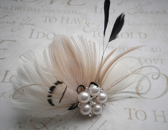 Mariage - Bridal, Feather, Accessories, weddings, Fascinator, Ivory, white, Black, Peacock, hair, clips, Wedding, Accessory, veil - TOUCH OF BLACK