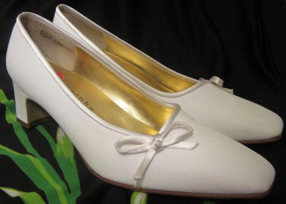 زفاف - Size 8 1/2 NWOT New Bridal, Wedding, Bright White Classic Low Heel Shoes, Footwear, 80s 90s Formal Wear Accessories