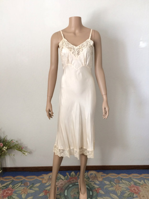 Свадьба - Vintage 1930's Fischer Bias Cut Silk Slip...Wedding Lingerie...Bridal Wear...Honeymoon Lingerie