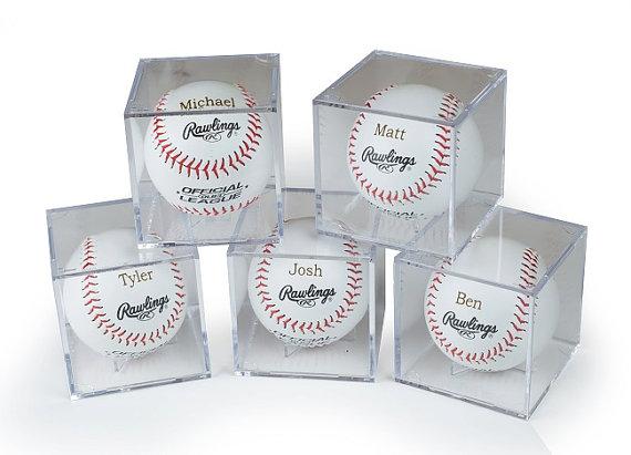 Свадьба - Groomsmen Gift Set of 8 Rawlings Baseballs With Acrylic Cases - Laser Engraved - Jr. Groomsmen Gift - Ring Bearer Gift - FREE ENGRAVING