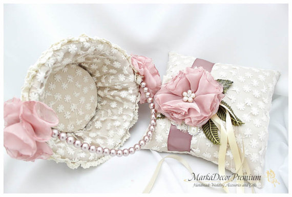 Mariage - Set of 2 Wedding Bridal Handmade Lace Ring Pillow and Basket Set Custom Bridal Bearer Brooch Flower Pillow Basket in Ivory and Dusty Pink