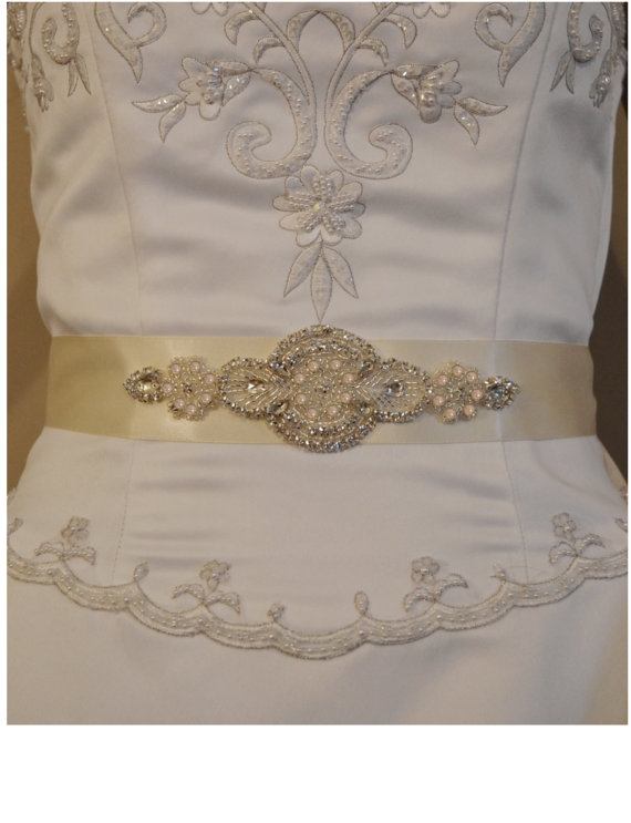 Свадьба - Wedding Sash, Rhinestone and Pearl Bridal Sash, Black, Ivory or White  Wedding Belt,  Rhinestone and Pearl Applique. Bridesmaid Sash