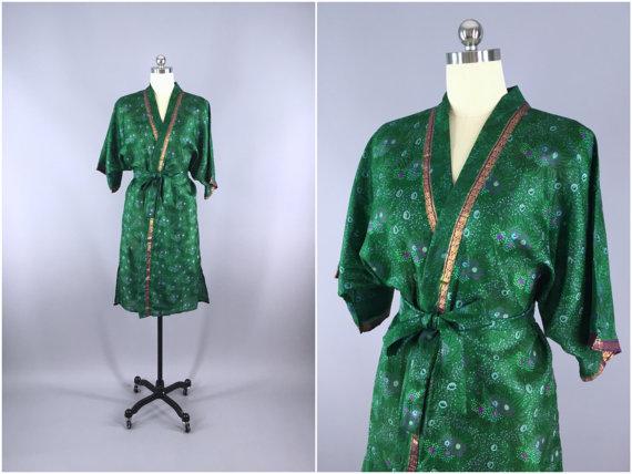 Hochzeit - Silk Robe / Silk Sari Robe / Silk Kimono Robe / Vintage Indian Sari / Silk Dressing Gown Wedding Lingerie / Boho Bohemian Green Floral Print