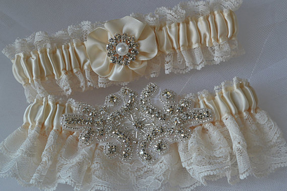 Свадьба - Wedding Garter Set - Ivory Garters with Beautiful Ivory Raschel Lace and Crystal Rhinestone Applique