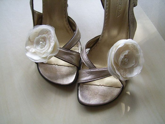 Свадьба - 2 Champagne Ivory or White Shoe Clips Champagne Shoe Clips Ivory Shoe Clips Ivory Wedding Shoe Clips Bridal Shoe Clips