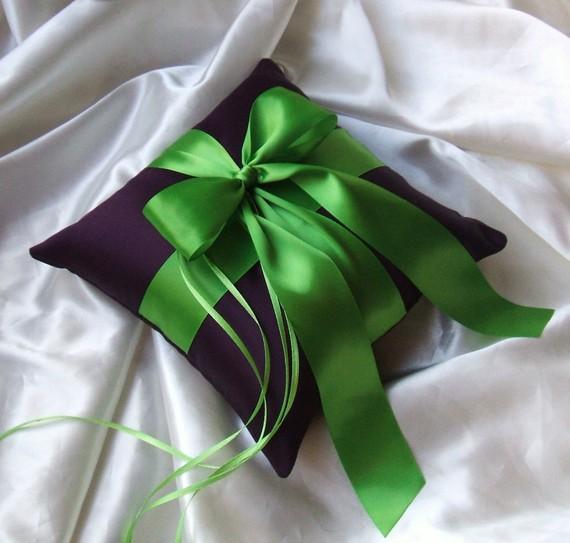 زفاف - Romantic Satin Ring Bearer Pillow...You Choose the Colors...Buy One Get One Half Off...shown in eggplant/apple green