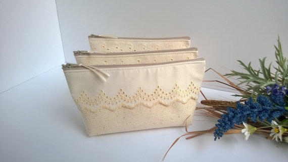 Mariage - Linen and Lace Country Wedding Clutch Purse, Linen, Lace, Bridesmaid Gift - Set of 3