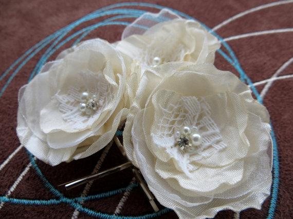 Свадьба - Ivory wedding flower hair clips (set of 3), bridal hair piece, bridal hair flower, wedding hair accessories, wedding hair flower, romantic