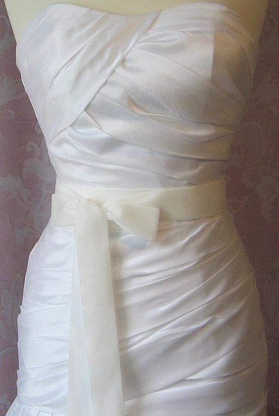 Mariage - Ivory Velvet Ribbon, 1.5 Inches Wide, Pale Ivory Ribbon Sash, Off White Bridal Sash, Wedding Belt, 4 Yards