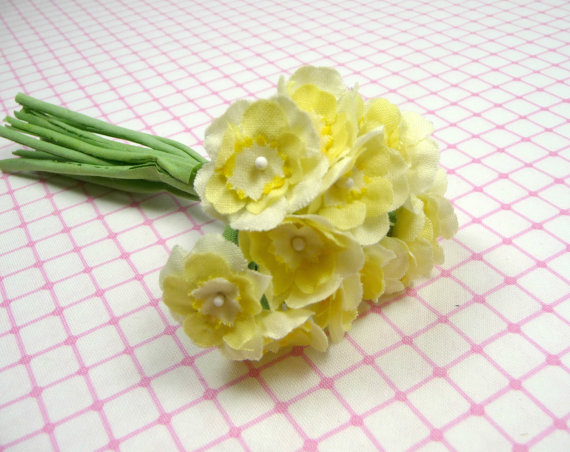 Mariage - Sweet Little Primrose Old Fashioned Bouquet Millinery Flowers Light Yellow on Fabric Stems Bunch of One Dozen