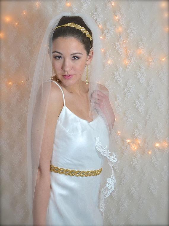 "Свадьба - Lace edge Veil Fingertip Length Veil 40"" long 54"" wide with blusher pencil edge ivory, white illusion tulle fingertip lace bridal veil"