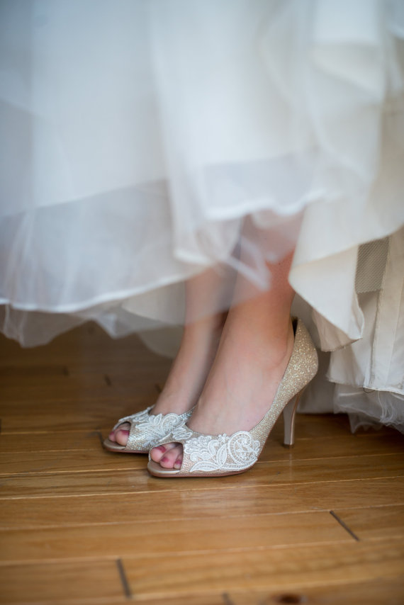 Mariage - SALE Size 7.5 Lace wedding shoes metallic peep toe high heels embellished with ivory Venice lace - Ready to Ship