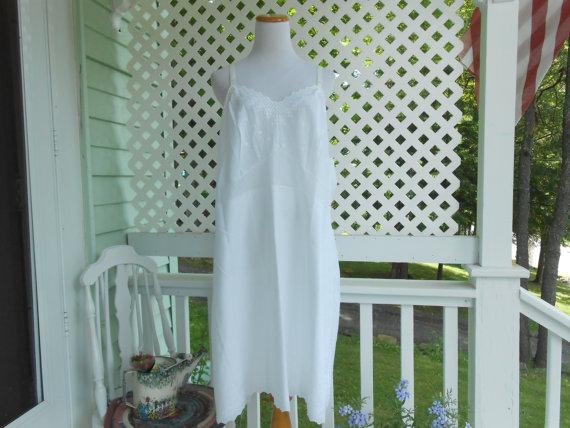 Mariage - Vintage Slip Vintage Lingerie White Full Slip Embroidered Lingerie Plus Size