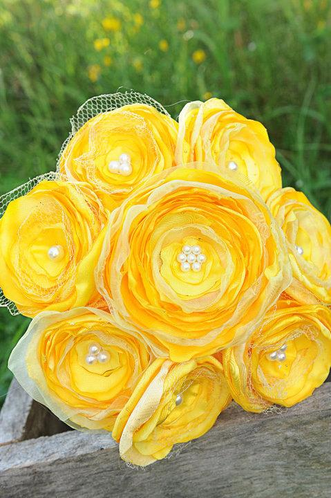 Mariage - Jillianns BRIGHT YELLOW satin, tulle, and beads bouquet
