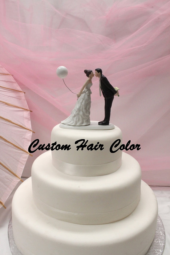 Hochzeit - Wedding Cake Topper - Personalized Wedding Couple - Leaning in for a Kiss - Balloon Cake Topper - Weddings - Cake Topper - Romantic
