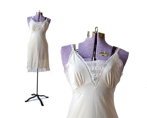 Свадьба - 34 Full Slip 1940s Off White Slip / Ivory White Slip / 40s Slip / Nightgown Sleepwear and Intimates / Womens Clothing Lingerie / Metal