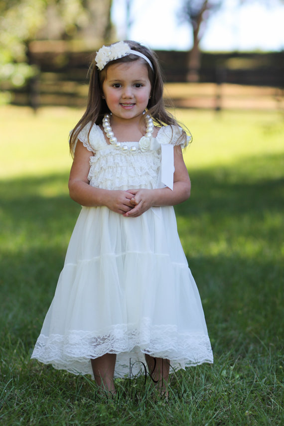Свадьба - Ivory Chiffon Girls Dress- Flower Girl Dresses- White dress- Lace dress- Rustic Girls Dress- Baby Lace Dress- Junior Bridesmaid