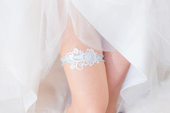 Hochzeit - Something Blue - Wedding Garter Set, Wedding Garter, White Lace, Blue lace band, Bridal Shower Gift, Lingerie
