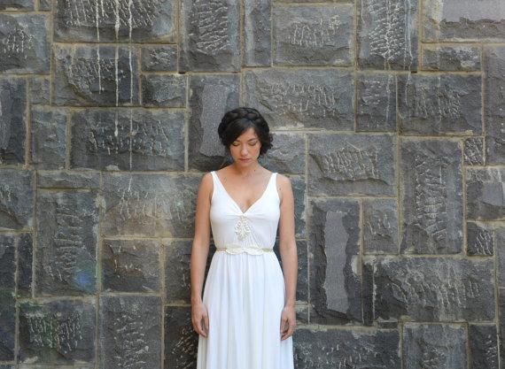 Hochzeit - wedding dress deep  V neck  with lace and leafs belt