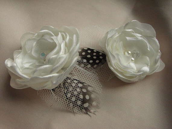 Hochzeit - Ivory hair flower Ivory hair clip Bridal hair flower Ivory flowers Ivory wedding flower Ivory bridal clips Feathers hair clip Ivory flower
