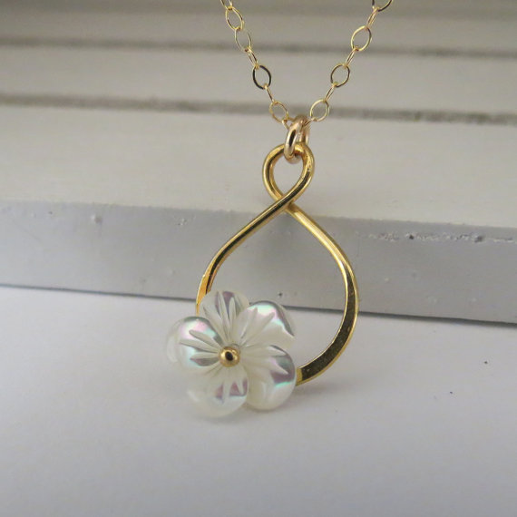 Свадьба - Eternity Necklace, Infinity Necklace and Small Mother of Pearl Flower, Flower Necklace, Bridal Party, Bridesmaids Necklaces, Gift Jewelry