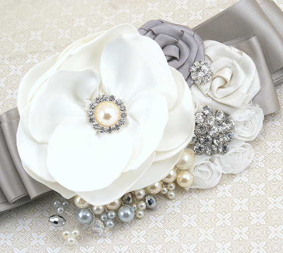 Mariage - Bridal Sash- Wedding Sash in White, Gray, Silver and Ivory with Pearls and Brooch- Luxurious