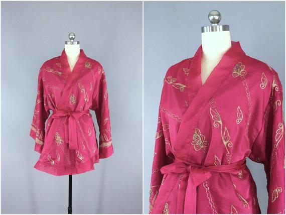 زفاف - Silk Kimono Cardigan / Kimono Jacket / Vintage Indian Sari / Short Robe Dressing Gown Wedding / Boho Bohemian Embroidered Pink Chiffon