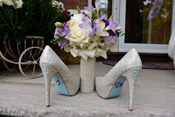 زفاف - Rhinestone and Pearl Bouquet Cuff Bouquet Holder Wrap...The Original BridalBling