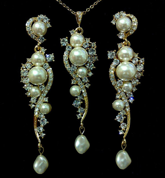 Mariage - Pearl Bridal Jewelry Set, Statement Earrings, Long Dangle Necklace, Gold or Silver, PERLIN