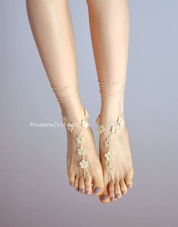 Свадьба - Crochet Barefoot Sandals CREAM FLOWER ecru foot jewelry,beach wedding accessory,beach wedding shoes,nude shoes,lace jewelry,bridesmaid gift