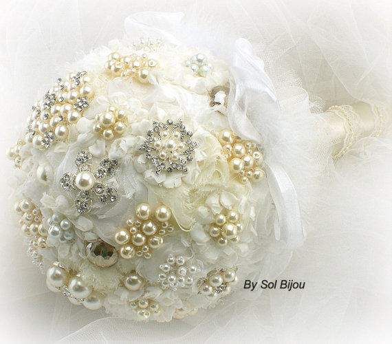 Mariage - Brooch Bouquet Pearl Jeweled Bouquet in White, Cream and Ivory with Chiffon and pearls- Heavenly