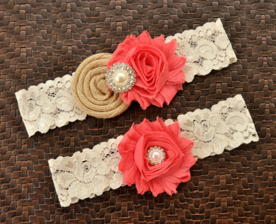 Mariage - Rustic Wedding Garter Set, Burlap Bridal Garter Set, Coral Wedding Garter, Coral Bridal Garter, Coral Garter Belt, Coral and Burlap Garter
