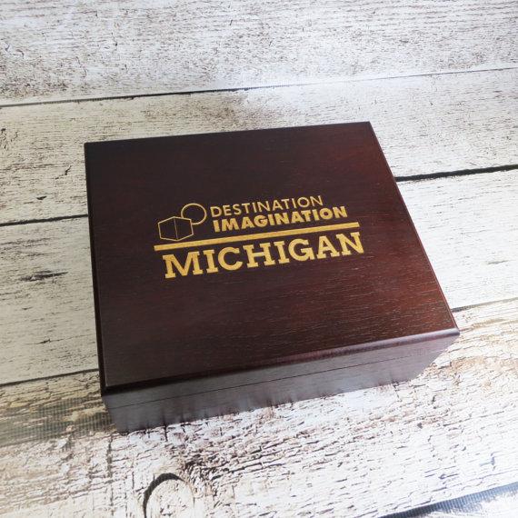 Свадьба - Personalized Keepsake Box- Custom Logo- Gifts for Men- Groomsmen- Husband