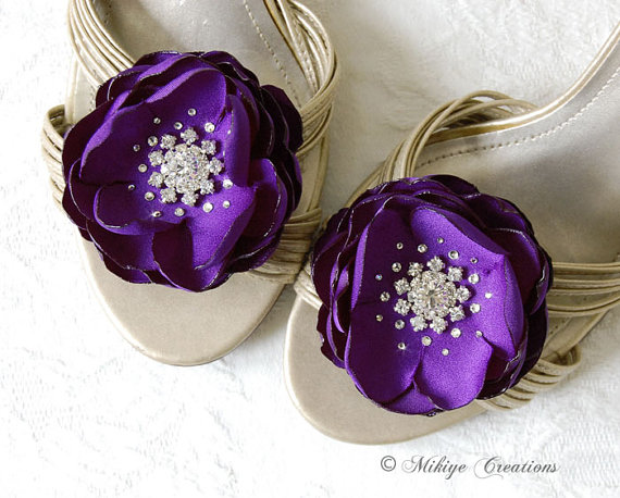 Mariage - Wedding Royal Purple Shoe Clips, Wedding Hair Flowers, Bridesmaids Hair Flowers, Wedding Sash Accessory 2 Piece Set Royal Purple Petals