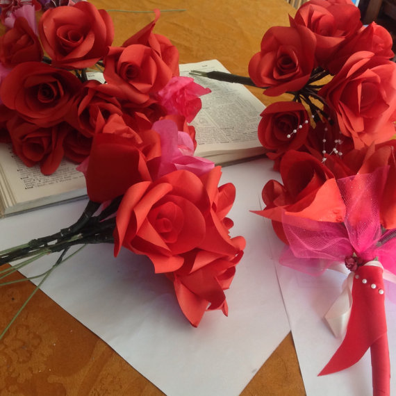 Mariage - 12 Paper Roses for Weddings, Anniversaries, Home Decorations and Centerpieces