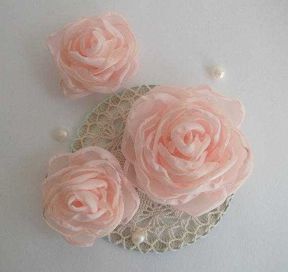 Mariage - Coral Pink Blush Flowers Roses in handmade, Vintage Weddings, Bridal Bridesmaids Hair Shoe Clip Accessory, Veil fascinator, Flower girls set