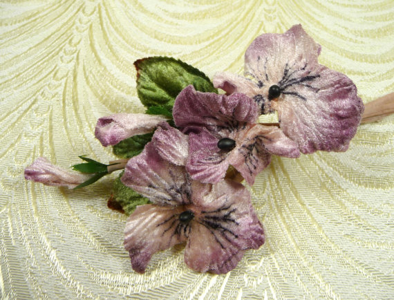 Mariage - Velvet Millinery Pansies Flowers Lavender Mauve Bunch of Three Large with Buds Old Fashioned Bouquet