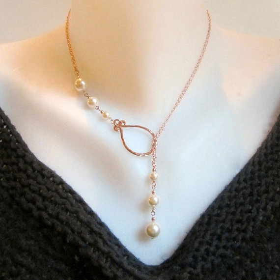 Mariage - Rose Gold Necklace Rose Gold Pearl Lariat Necklace Pearl Drop Necklace Pearl Jewelry Hammered Rose Gold Necklace Rose Gold Wedding Bridal
