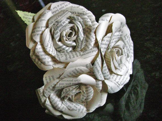 Свадьба - 3 rose mini bouquet book page paper flower bridesmaid bouquet flower girl toss bridal wedding decoration