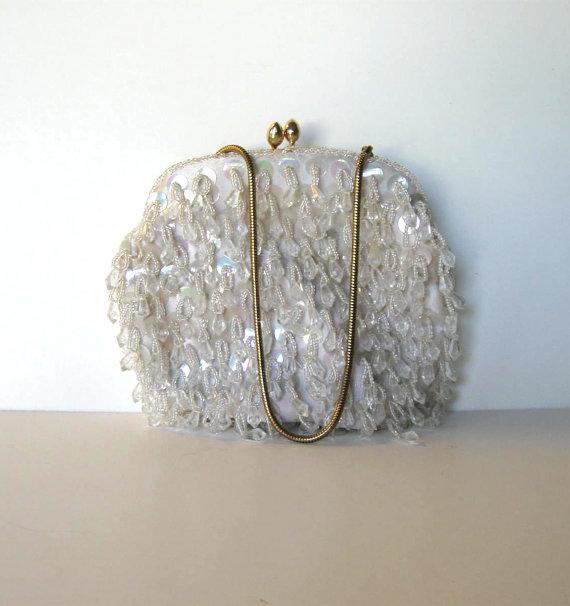 Свадьба - Handmade Beaded and Sequined White Handbag, Vintage Clutch, Woman's accessory, Prom, Wedding, Great Gatsby