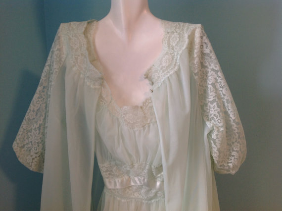 Свадьба - BRIDAL Set 60s seafoam pegnoir house robe nightgown short elastic reglan sleeve S/M small/Medium lace HONEYMOON
