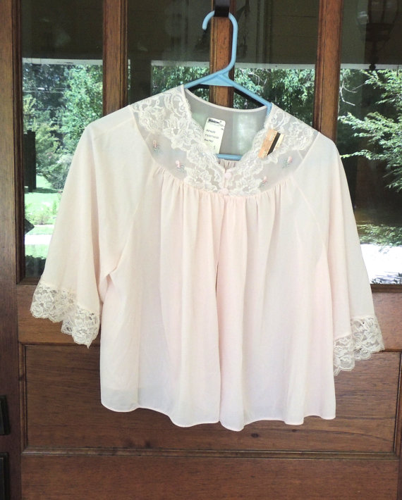 Свадьба - Vintage Bed Jacket, Shadowline Bed Jacket, Nylon Lace, Embroidered Roses, Pink Bed Jacket, NWT Size Small, Vintage Lingerie