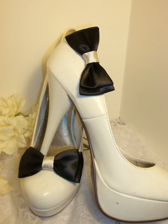 Свадьба - Satin Bridal Shoe Clips -  MANY COLORS AVAILABLE double satin bows, womens, girls, wedding prom