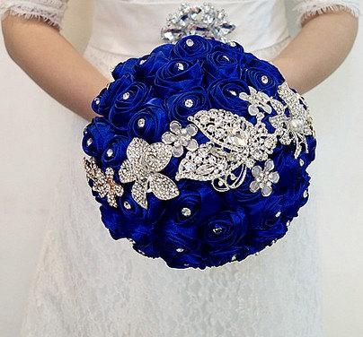 Mariage - Blue bridal bouquet, Blue rose wedding bouquet, Stain rose brooch bouquet, Jewelry wedding bouquet, bridal bouquet, bridesmaids bouquets