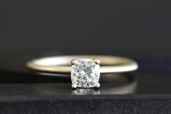 Mariage - 14k gold cushion cut diamond engagement ring, wax carved ring, handmade