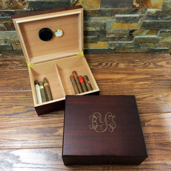 Свадьба - Personalized Cigar Humidor- Cedar Humidor- Mens Gift- Grandfather's Gift- Groomsmen