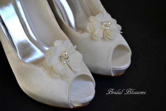 Свадьба - Ivory Chiffon Flower Shoe Clips