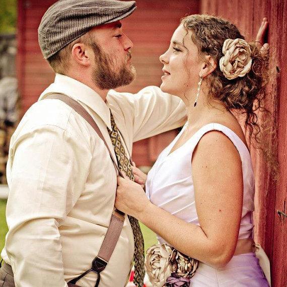 Mariage - Champagne Bridal Flower Hair clip, Champagne Wedding Hair Accessory, Champagne Fascinator, Champagne Bridal Head Piece